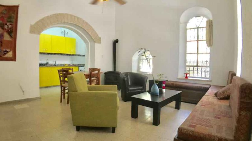 Musrara 3 BR apartment with a Huge Terrace