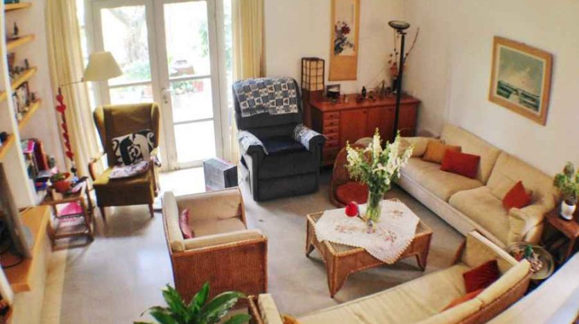 German Colony - 3 BR with a huge garden