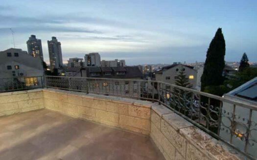Arnona - Top Floor huge 3 BR
