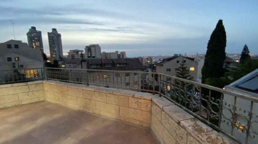 Arnona - Top Floor huge 3 BR
