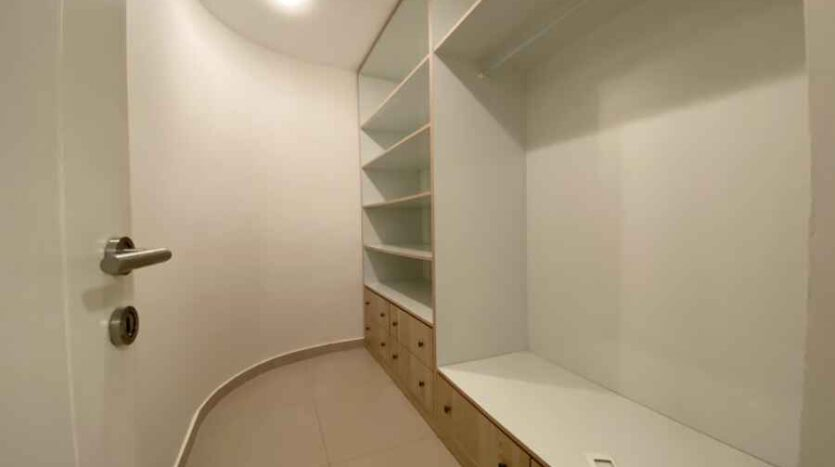 Arnona - 2 BR very spacious apartment