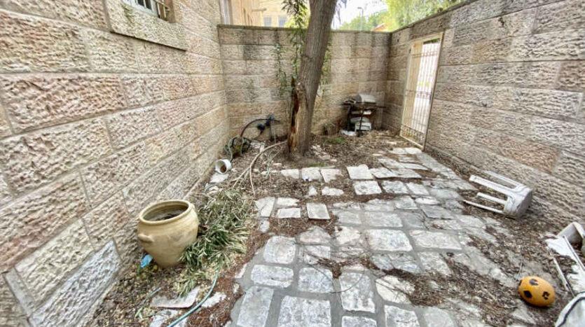 Abu-Tor - 3 BR garden apartment